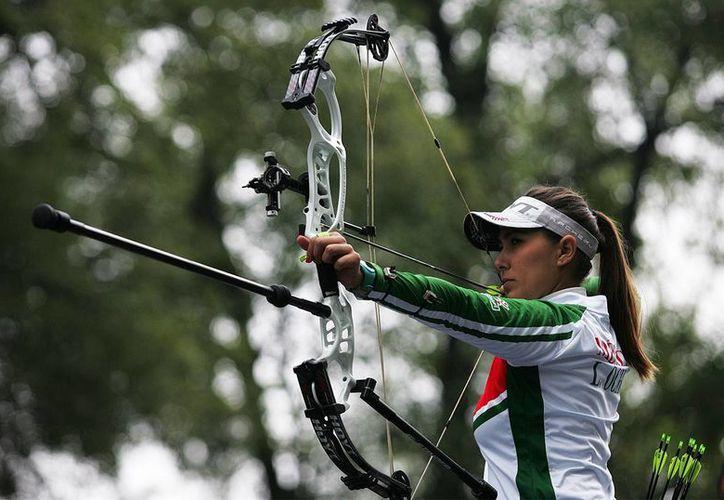 Linda Ochoa forma parte de la Delegación Mexicana de tiro con arco que se prepara para competir este año en los Panamericanos y el próximo en el Mundial en Dinamarca. En la foto, durante su participación en el Mundial celebrado el año pasado en Las Vegas. (deporte.org.mx)