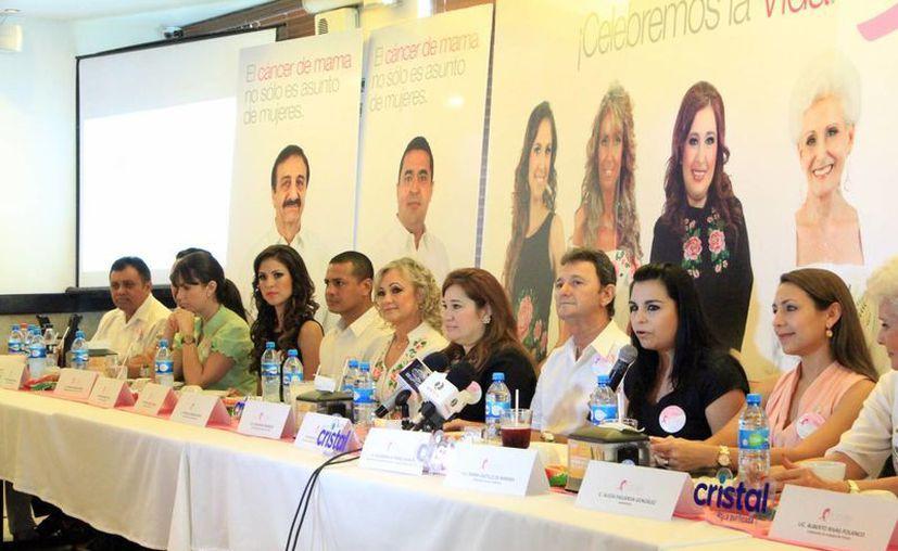 """Representantes de """"Tócate"""" dan detalles de la campaña. (Milenio Novedades)"""