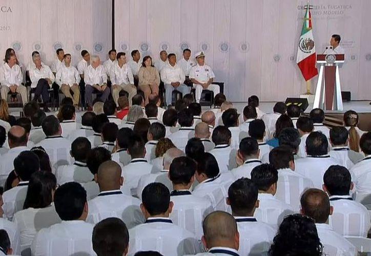 El presidente de México, Enrique Peña Nieto, inauguró, en Hunucmá, Yucatán, la planta de producción de cerveza de Grupo Modelo. (Twitter: @PresidenciaMX)