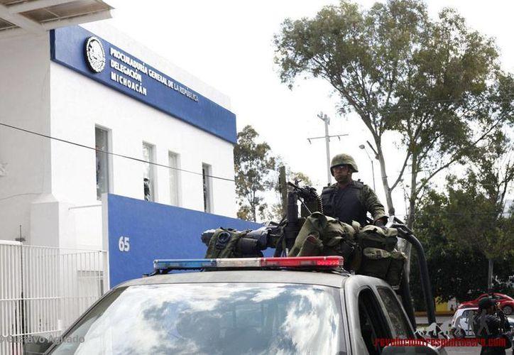 Al menos tres funcionarios de la PGR serán consignados por la fuga de un narcotraficante, en Zamora, Michoacán. Imagen de contexto de la delegación en ese estado. (revoluciontrespuntocero.com)