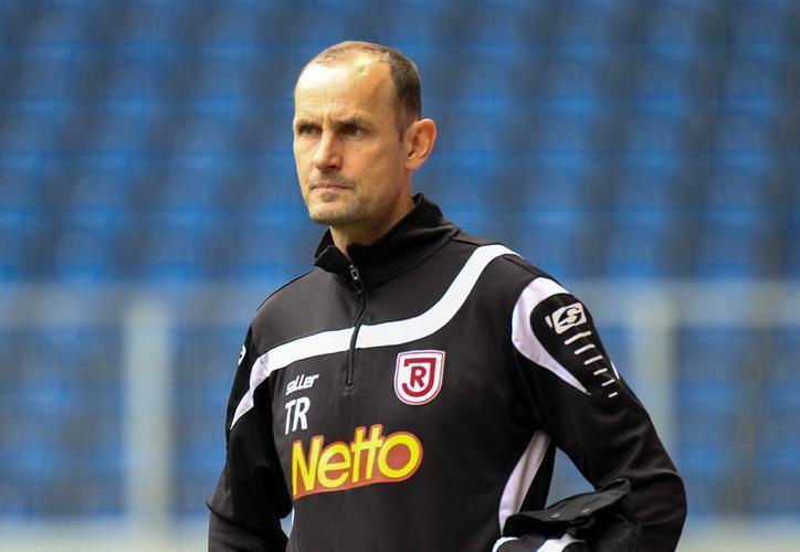 Heiko Herrlich, director técnico de Bayer Leverkusen deberá reparar el daño por su acción, con el pago de miles de euros. (SIPSE)