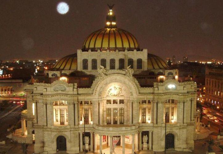 En el Palacio de Bellas Artes capitalino se mezcla el Art Nouveau con el Art Decó. (Notimex/Foto de archivo)