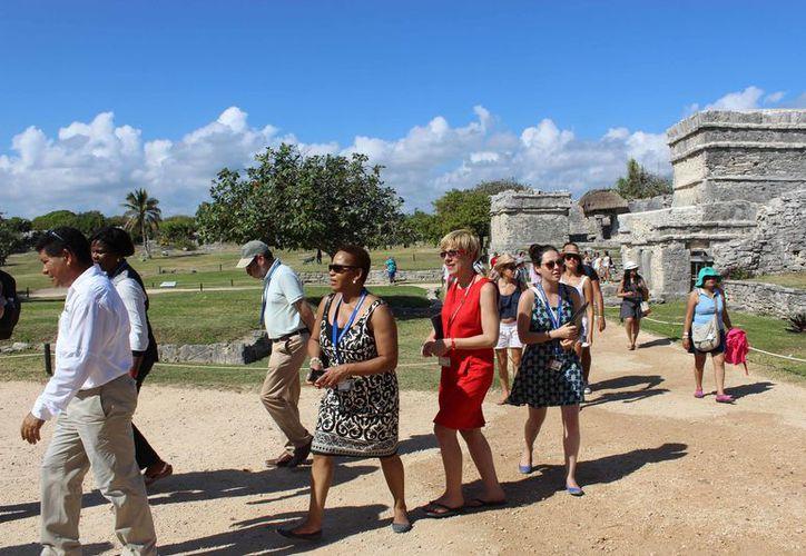 Son pocos los visitantes interesados en los equinoccios y solsticios, pero aún así llega gente a pasear al destino. (Sara Cahuich/SIPSE)