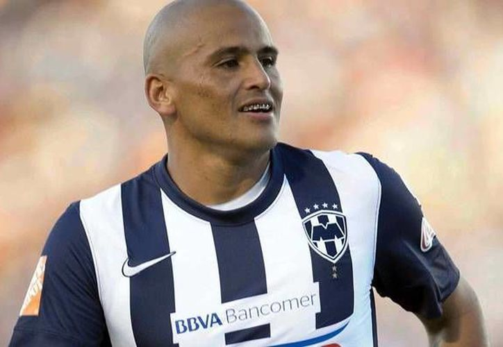 El delantero chileno Humberto <i>Chupete</i> Suazo será sometido a una intervención quirúrgica del hombro izquierdo. (mediotiempo.com)
