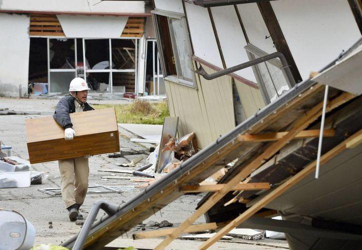 Sismo de 6.7 de magnitud dejó daños en numerosas viviendas y arrojó 41 heridos en Japón. (AP)