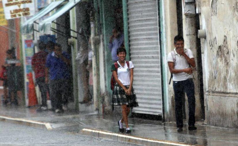 Ayer, la afluencia de aire marítimo ocasionó algunas lluvias. (Christian Ayala/SIPSE)