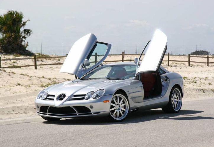 Uno de los vehículos que decomisó la PGR a 'El Chapo' es un lujoso automóvil Mercedes Benz MCLaren SLR Renntech. (dragtimes.com)