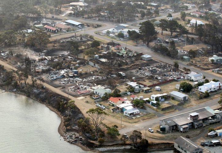 Vista aérea de los daños causados por los incendios en Dunalley, Tasmania. (EFE)