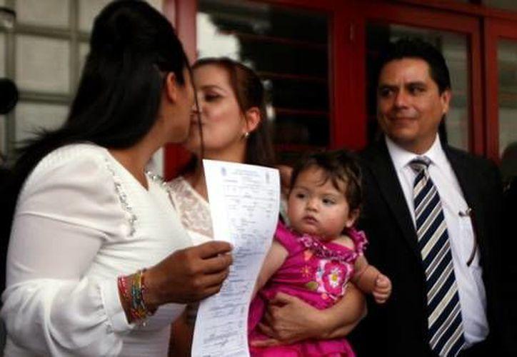 Zaira Viridiana de La O Gómez y Martha Sandoval Blanco son la primer pareja de lesbianas en contraer matrimonio en Jalisco. (Mariana Hernández/MILENIO)