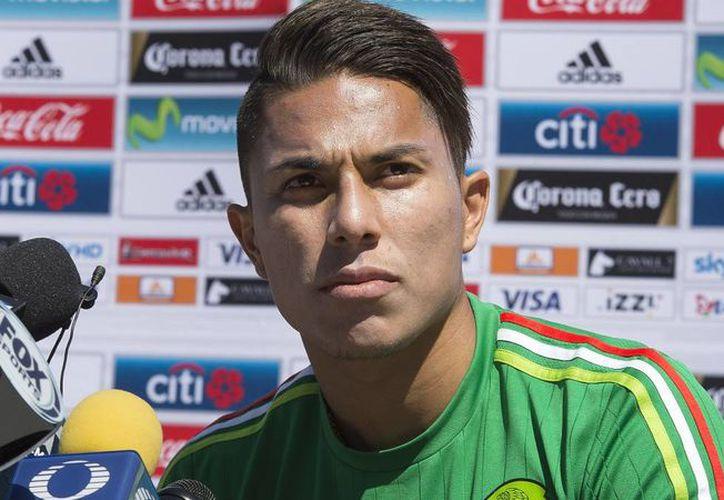 Carlos Salcedo tiene opciones de jugar este sábado. (Contexto)