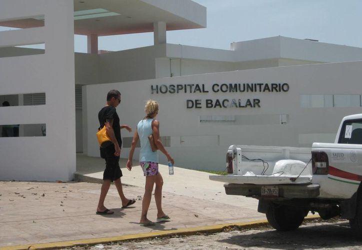 Mejoran la infraestructura en el Hospital de Bacalar. (Javier Ortiz/SIPSE)