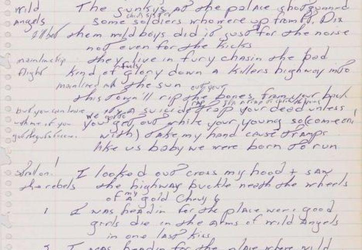 En esta imagen difundida por Sotheby's, la letra del éxito de Bruce Springsteen de 1975 'Born to Run', escrita a mano por el cantante. (Agencias)