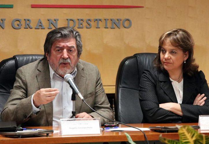 La primera ruta de traslado de combustible se concretará en 2023 y ayudará a financiar gran parte de la operación del Tren Maya, afirmó Rogelio Jiménez Pons (izq.), director del Fonatur. (Agencia Reforma)