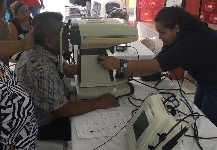 La Clínica de Ojos atiende a 300 personas en Chetumal. ( Foto: Redacción/ SIPSE)