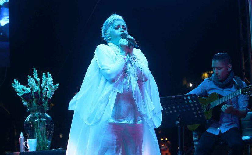 La artista se presentó la noche de ayer en el parque Fundadores. (Octavio Martínez/SIPSE)