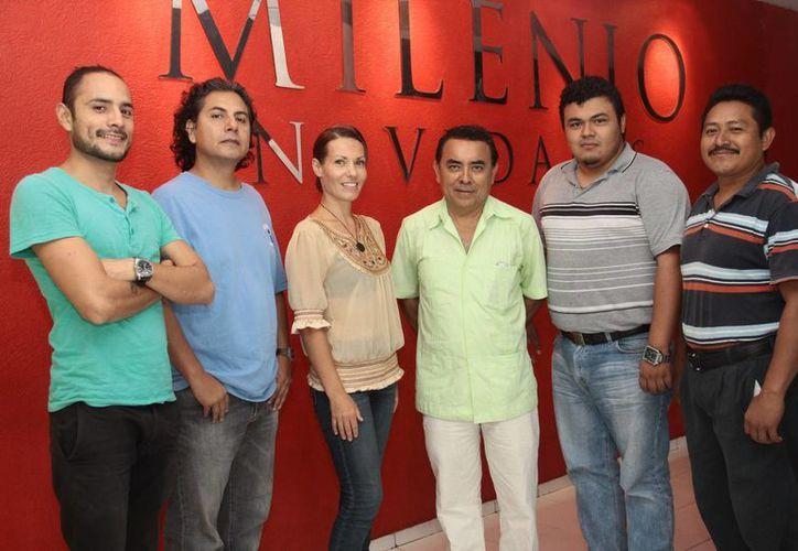 Imagen de los invitados del recital 'Pintando la canción', en la Casa de la Cultura de Mayab. (Facebook Víctor Argáez)
