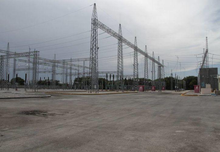 La inversión de cuatro millones de pesos para insumos y herramientas de la CFE, servirá para abastecer de electricidad a Cancún por cinco días. (Tomás Álvarez/SIPSE)