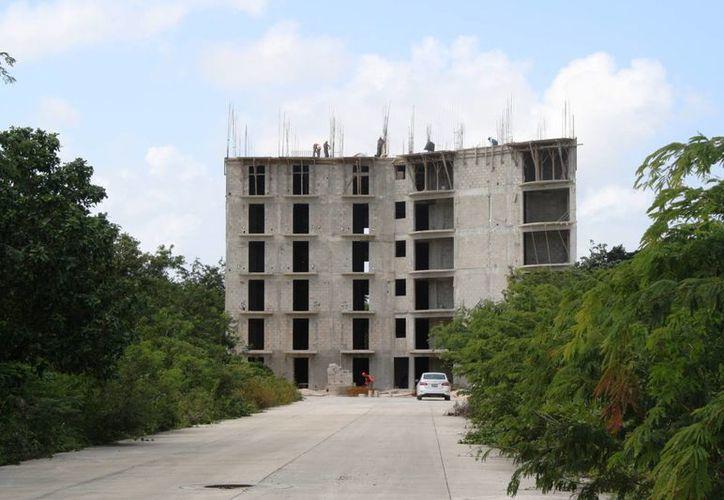 La zona conocida como la Cruz de los Servicios será la que tendrá mayor concentración de edificios en Playa del Carmen. (Octavio Martínez/SIPSE)