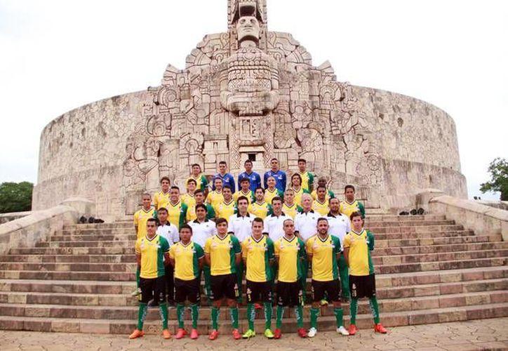 Este miércoles los Venados de Yucatán se tomaron la foto oficial del Clausura 2016. (Jorge Acosta/ SIPSE)