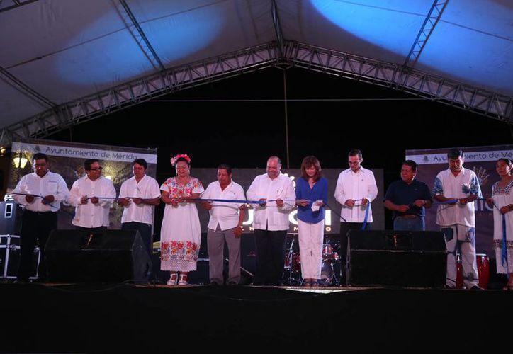 Se espera la participación de unos 155 artesanos. En la imagen, el momento de la inauguración. (Cortesía)