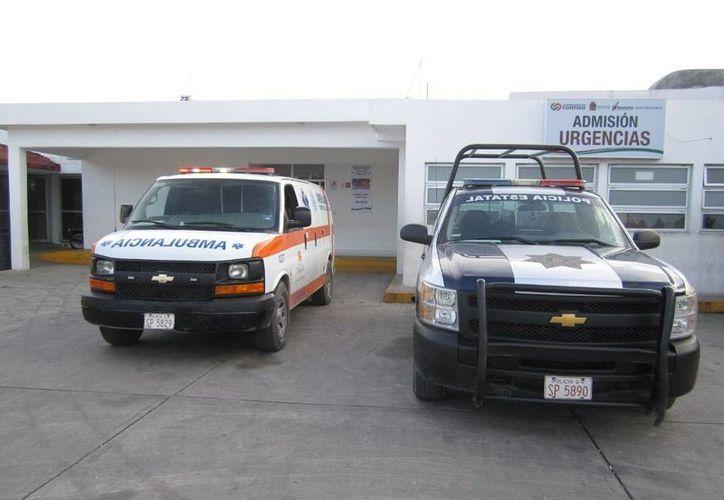 El muchacho fue trasladado a un hospital dentro de una patrulla debido a que se veía muy grave. (Redacción/SIPSE)