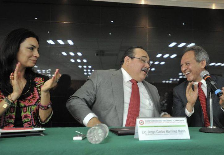 Se transparentará quiénes otorgaron o no permisos o quienes dejaron de realizar supervisiones: Ramírez Marín (centro). (Notimex/Foto de archivo)