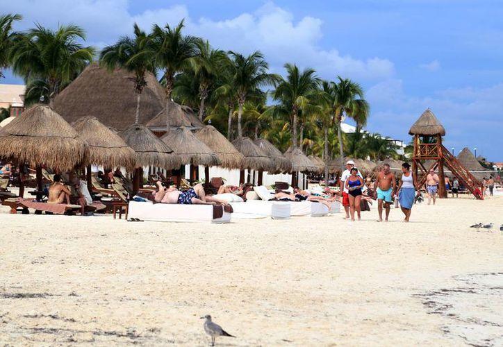 El flujo de los turistas es constante en el destino. (Luis Soto/SIPSE)