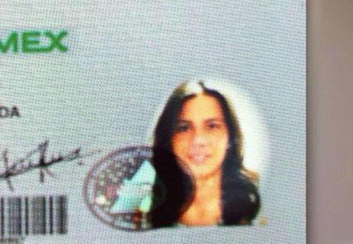 Imagen de la identificación de María Fernanda Said Pretelini como  coordinadora en el área de Comunicación Social de Pemex. (Aristegui Noticias)
