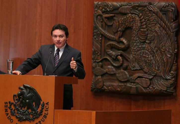 El senador Daniel Avila Ruiz durante su intervención en tribuna. (Cortesía)
