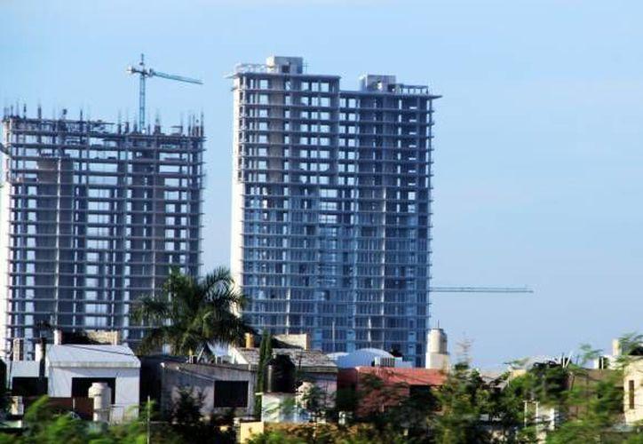 El titular de la CMIC confía en que el sector constructor levante gracias a inversiones de Pemex, SCT y otros. (Milenio Novedades)