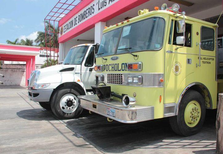 Los bomberos de Cozumel contarán en breve con dos unidades más para combatir incendios. (Gustavo Villegas/SIPSE)