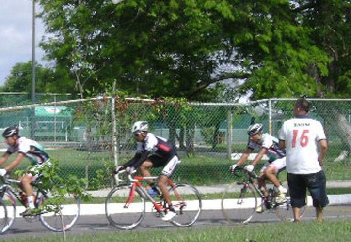 """Primero se les nego el permiso al Club Depredadores para organizar """"domingueras"""", suspenden a dos de los mejores ciclistas y ahora niegan la participación a dos seleccionados para participar en la Olimpíada Nacional. (Alberto Aguilar/SIPSE)"""