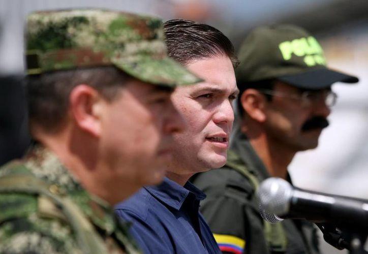 En la operación también murió un miembro de la Fuerza Aérea al ser alcanzado por un disparo de los rebeldes el helicóptero en el que se transportaba. (EFE)