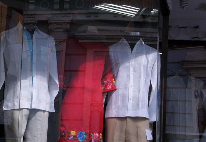 Las guayaberas de Yucatán se se comercializan en por lo menos seis países del mundo. (Milenio Novedades/Archivo)