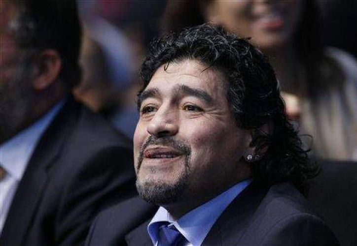 Maradona no vive con ninguna de las cuatro mujeres a las que embarazó. (Agencias/Archivo)