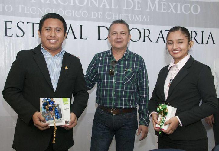 El jurado nombró a José Alberto Chan Náhuatl y Okinal Alhelí Amador Zumárraga como ganadores del primer y segundo lugar. (Carlos Horta/ SIPSE)