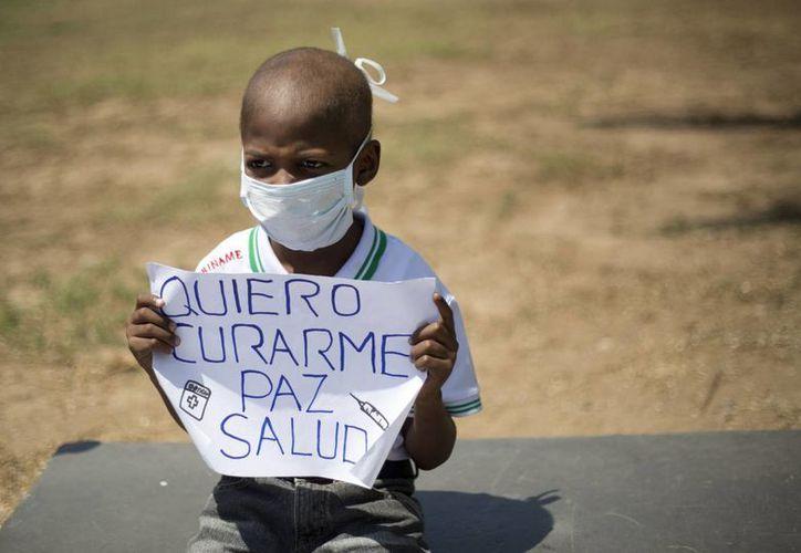 Esta imagen del pequeño Oliver despertó indignación en Venezuela y el mundo: él quería curarse del linfoma no Hodking que padecía. (lapatilla.com)