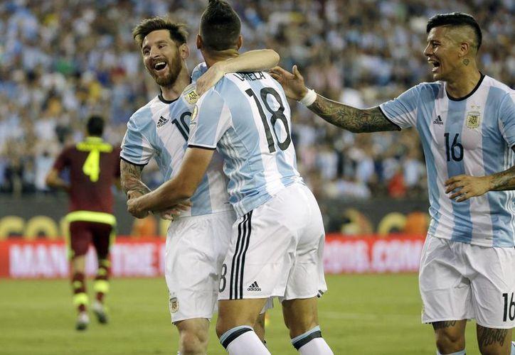 Lionel Messi y compañía vencieron este sábado 4-1 a Venezuela para avanzar a las semifinales de la Copa América Centenario. (AP)
