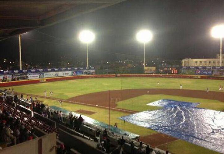 La lluvia obligó a que el juego concluya al cierre de la quinta entrada. (Redacción/SIPSE)