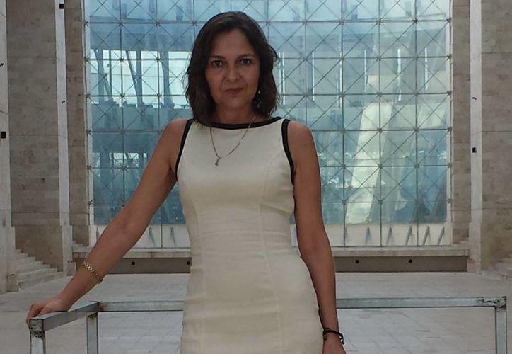 Patricia Ancira brinda asesoría a servidores públicos y empresarios. (Milenio Novedades)