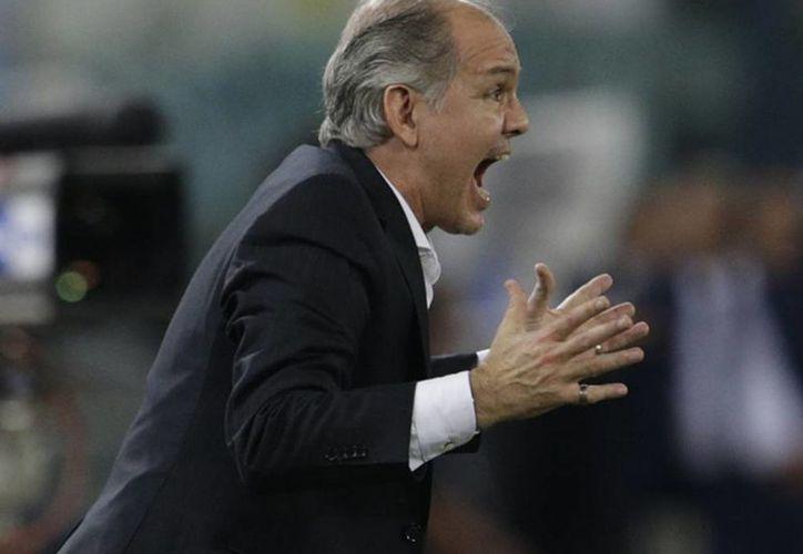 Alejandro Sabella admitió que tuvo dudas 'hasta el final' del plazo para definir el plantel de 23 jugadores que irán a la Copa del Mundo, pero se negó a hacer público los motivos del recorte. (AP)