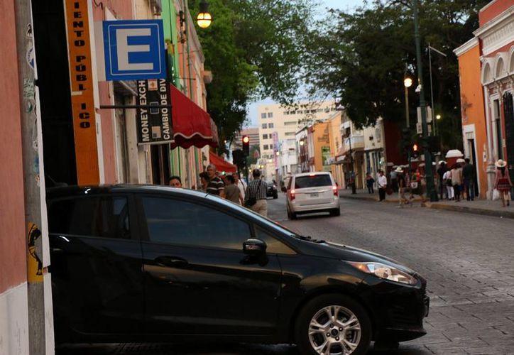 Pocos estacionamientos abrirán hoy en el Centro Histórico de Mérida. (Jorge Acosta)