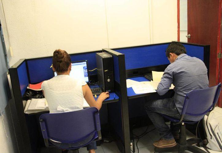 La compañía laboral OCC Mundial promueve la búsqueda de empleo en línea. (Tomás Álvarez/SIPSE)