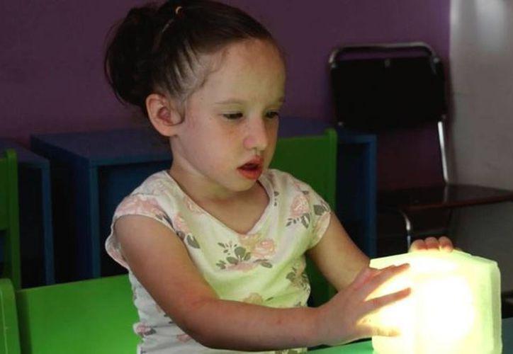 Artículos como el cubo visual , desarrollado por Ludaby, puede controlarse desde un smartphone. (ludaby.com)