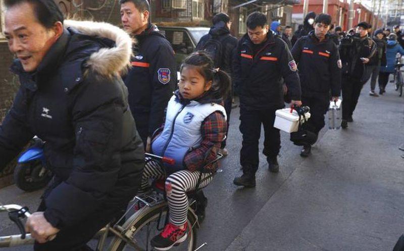 Hombre ataca a una veintena de estudiantes en Pekín
