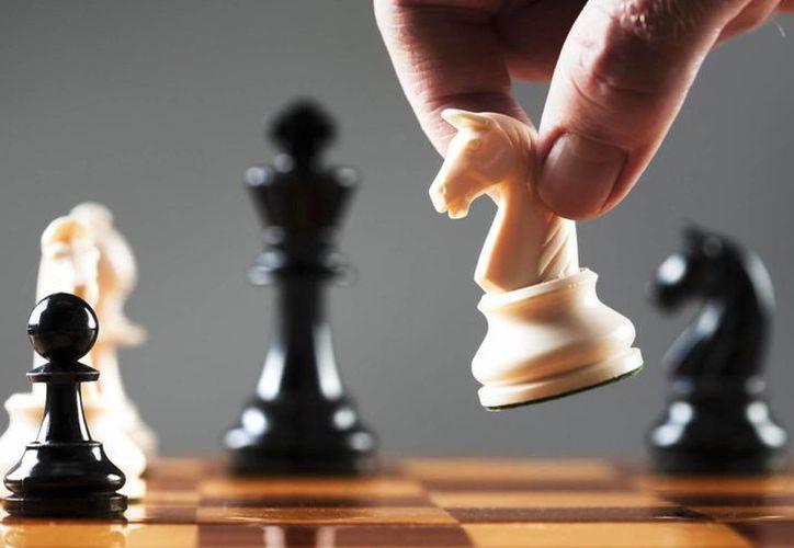 Jugar ajedrez es una de las actividades que ayuda a mantener ejercitado y sano el cerebro. (juegosbam.com)