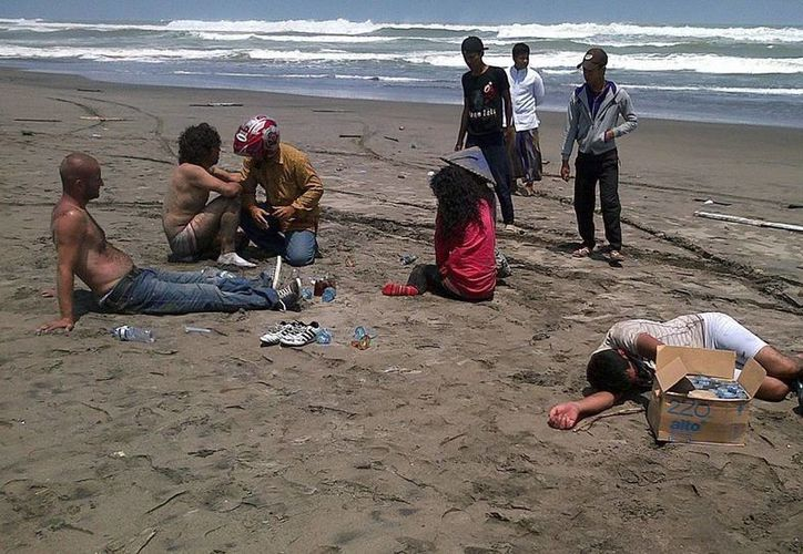 Hasta ayer por la noche (hora de México), sólo se habían recuperado 15 cadáveres en el naufragio de Nigeria. Foto de Archivo de un evento similar en Indonesia. (Efe)