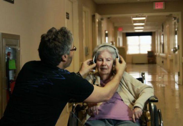 La musicaterapia tiene efectos positivos en los pacientes. (Contexto)