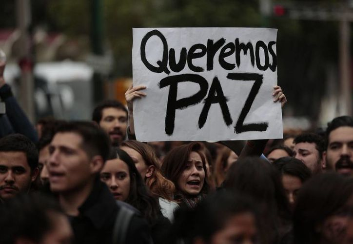 'Ya desaparecieron algunos; no quiero ser la siguiente', manifestó una de las estudiantes asistente a las manifestaciones en la Ciudad de México. (AP)