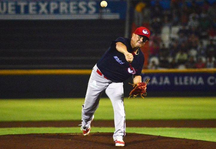 Francisco Campos junto a Óscar Rivera buscarán mantener a los Castores de Mérida en el liderato de la Liga de Beisbol Estatal 'Naxón Zapata' (Foto tomada de lmb.com)